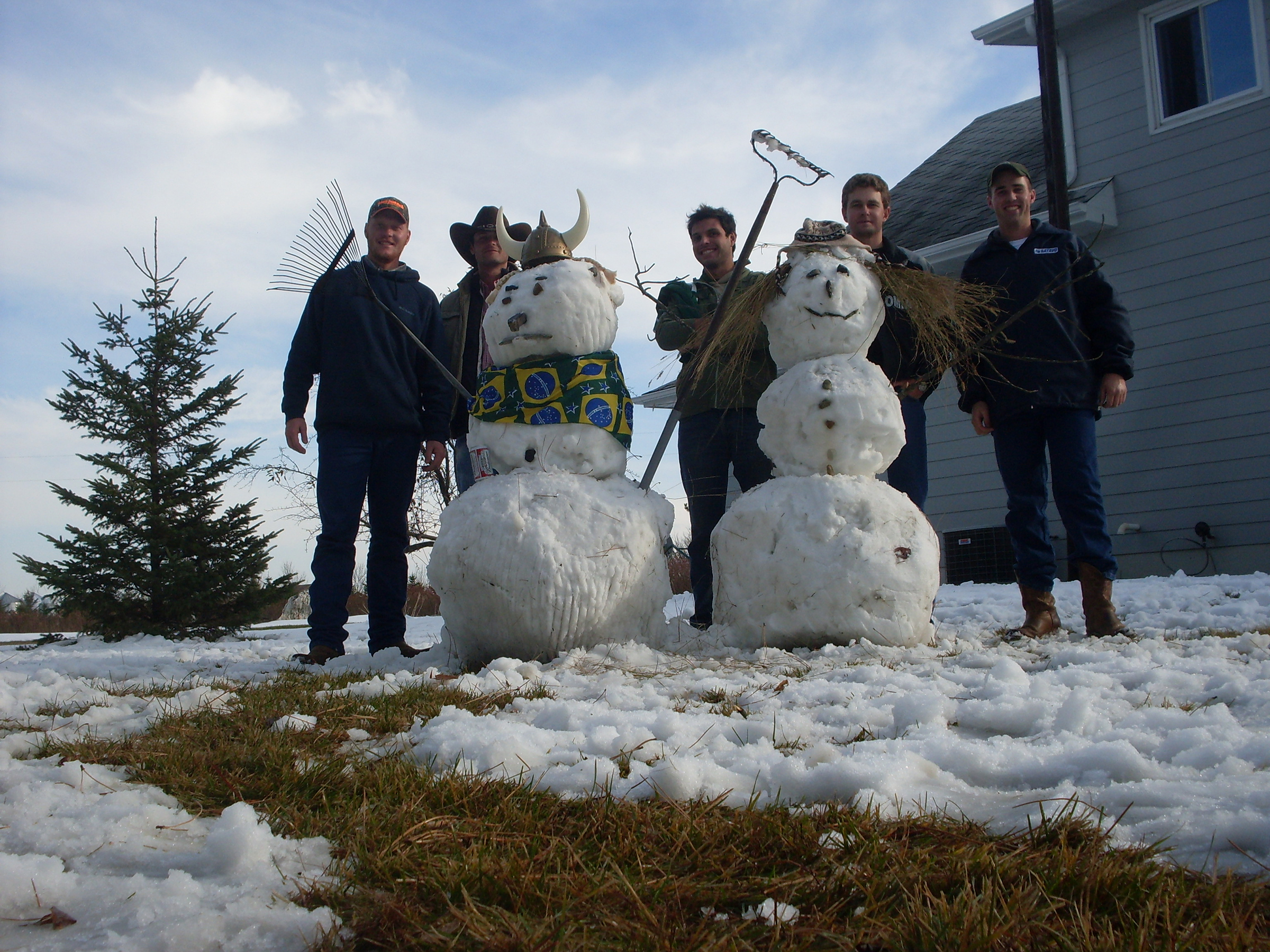 2010 interns made snowman